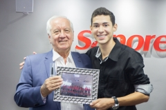 SR.-Paulo-Pires-CEO-da-empresa-Sapore-e-o-jovem-Isaque-de-Oliveira-Turma-2018